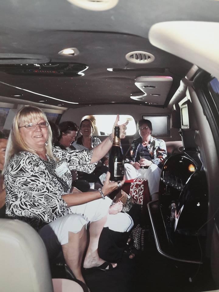 Foto n. 03 - Le allegre comari in Limousine